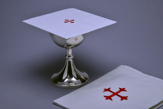 Chalice_Pall_cotton_with_red_cross